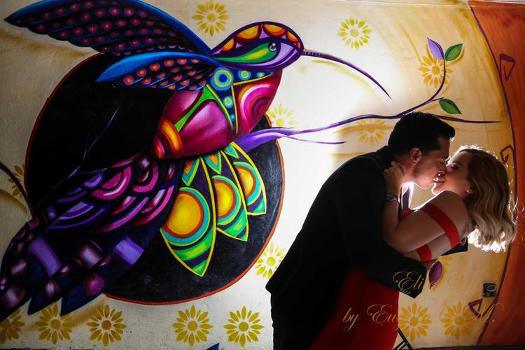 Romantic photo session in San Miguel de Allende streets