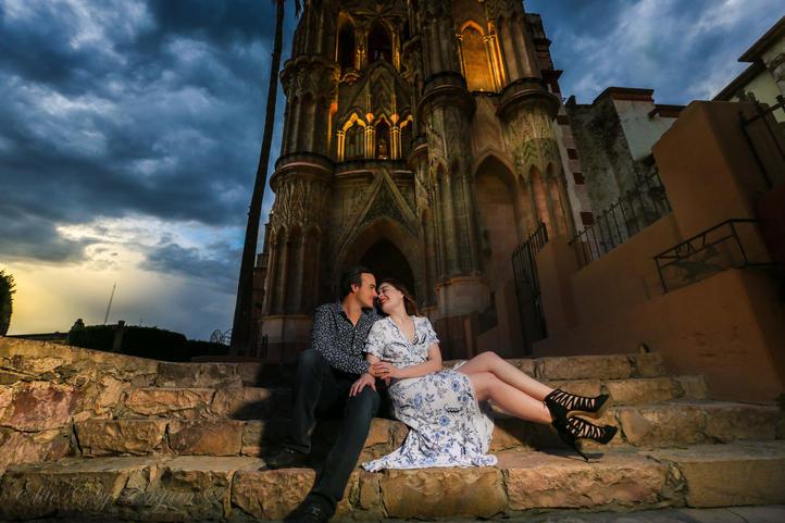 Engagement session couple parroquia San Miguel de Allende