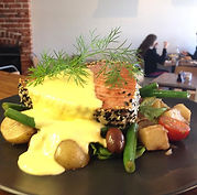 Tuna steak on Niçoise salad w dill holan