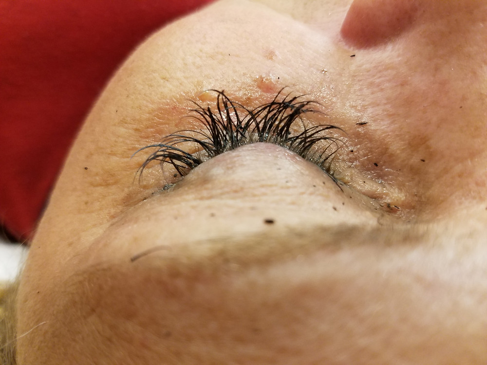 improper eyelash extension application, eyelash extensions, eyelash extension maintenance, eyelash extensions springfield mo, eyelash extensions near me, eyelash extension care, springfield mo eyelash extensions, springfield mo hair salon