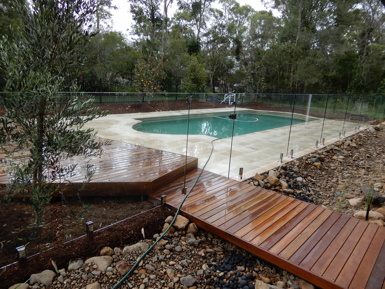 Frameless glass pool fence renovation.JP