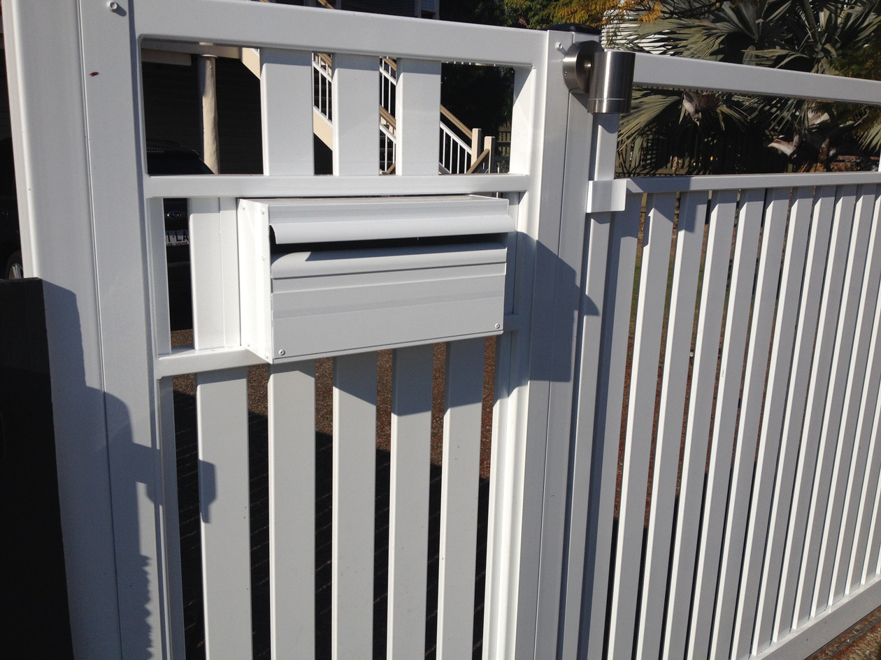 Dual Slat Gate with Letterbox