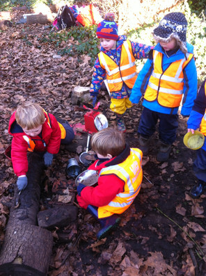 Imaginative play in the mud kitchen