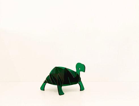 Photo d'une tortue en plexiglas, objet design pour la décoration et fabriqué à Paris