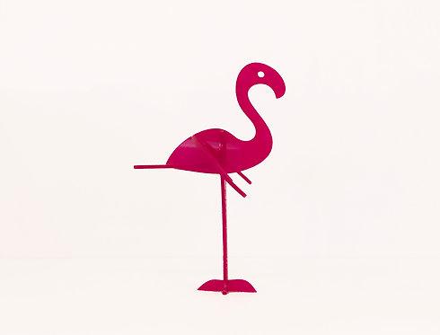 Photo d'un flamant rose en plexiglas, objet design pour la décoration et fabriqué à Paris