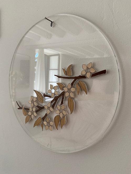 Photo d'une branche de cerisier en fleurs en marqueterie, objet design pour la décoration et fabriqué à Paris.