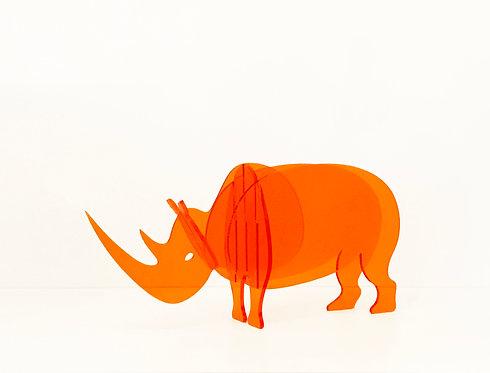 Photo d'un rhinocéros en plexiglas, objet design pour la décoration et fabriqué à Paris