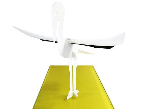 Photo d'une cigogne en plexiglas, objet design pour la décoration et fabriqué à Paris.