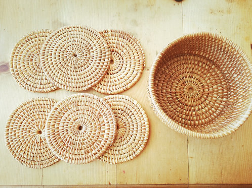 6 wicker coasters and holder