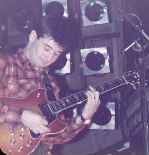 China Crisis, Eddie Lundon, on-stage 1982, Newcastle City Hall, African and White