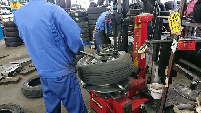 タイヤ交換工賃