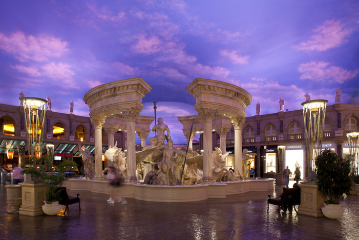 FORUM SHOPS FASHION AND FOOD NEWS BRIEF