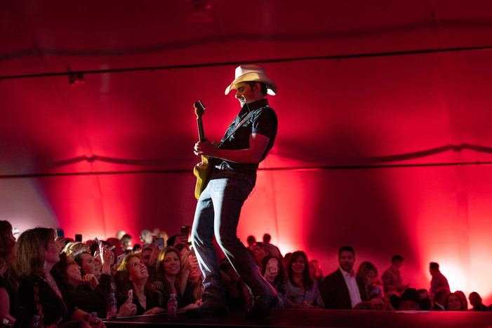 Brad Paisley Headlines 19th Annual Governor's Black-Tie