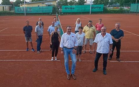 Neue Vorstandschaft 2020 mit scheidendem 1. Vorsitzenden Werner Lardong (2. von rechts)