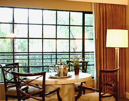 Grand Suite - Dining Table