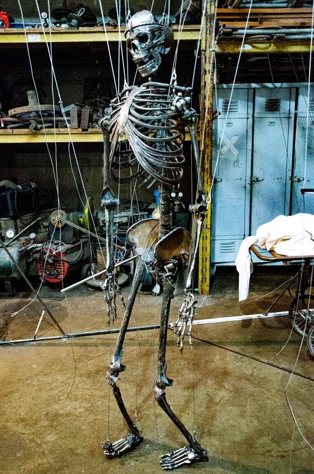 Enclume, le Squelette Marionnette