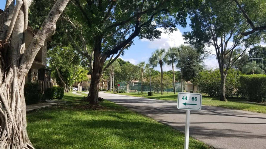 home for sale in plantation neighborhood