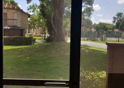 casa en venta en plantación vista desde patio con mosquitero