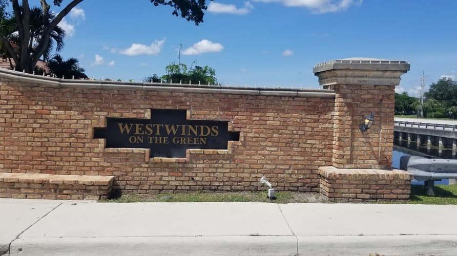 home for sale in plantation entrance