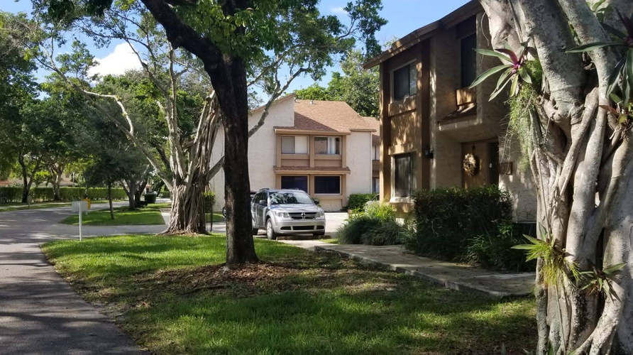 home for sale in plantation outdoors.jpg