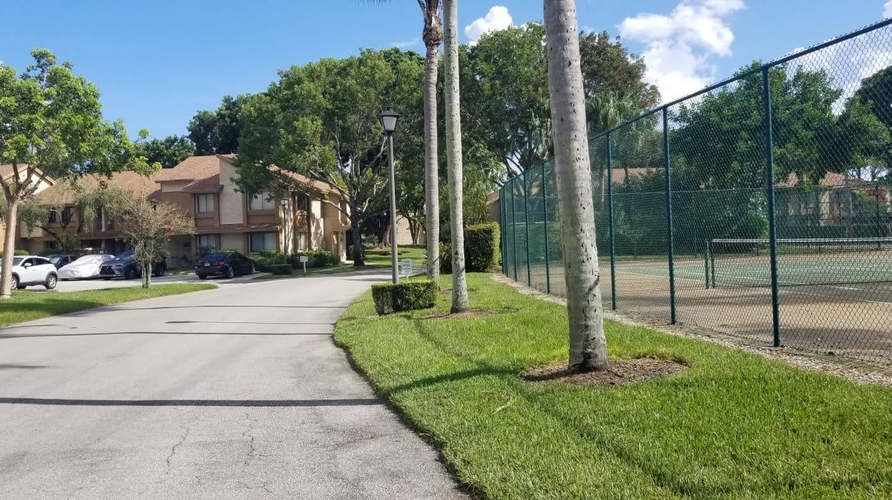 home for sale in plantation street view.