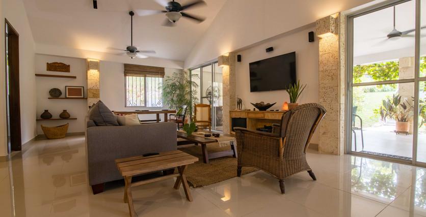 excelentes acabados y hermosos espacios abiertos que aportan luz natural