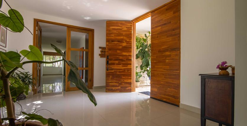 vestíbulo de entrada elegante de la casa principal