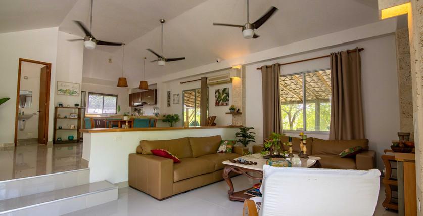techos altos y ventiladores para mayor elegancia y comodidad