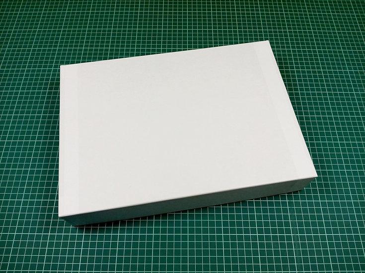 Box 34x24x6cm - hard cardboard