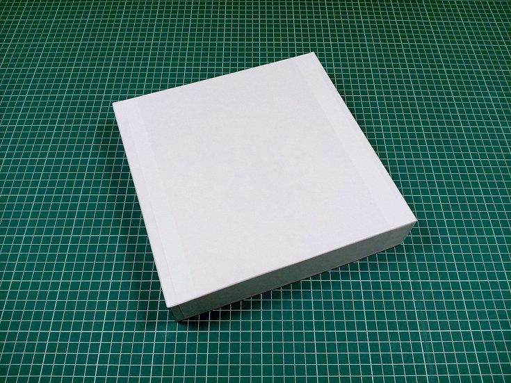 Box 24x24x5cm - hard cardboard
