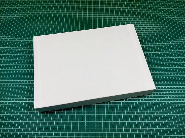 Box 34x24x5cm - hard cardboard