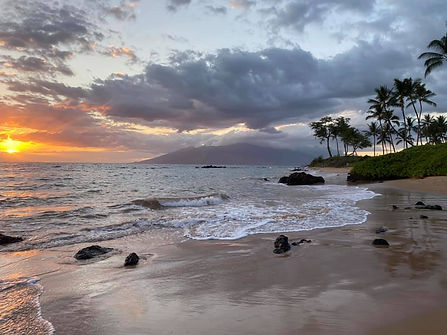 Sunset Keawakapu Beach facing West Maui