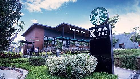 Imagem de uma loja da Starbucks inserida na página de vendas do curso Marca a Alma de todo negócio, sobre Branding ou Gestão de Marcas
