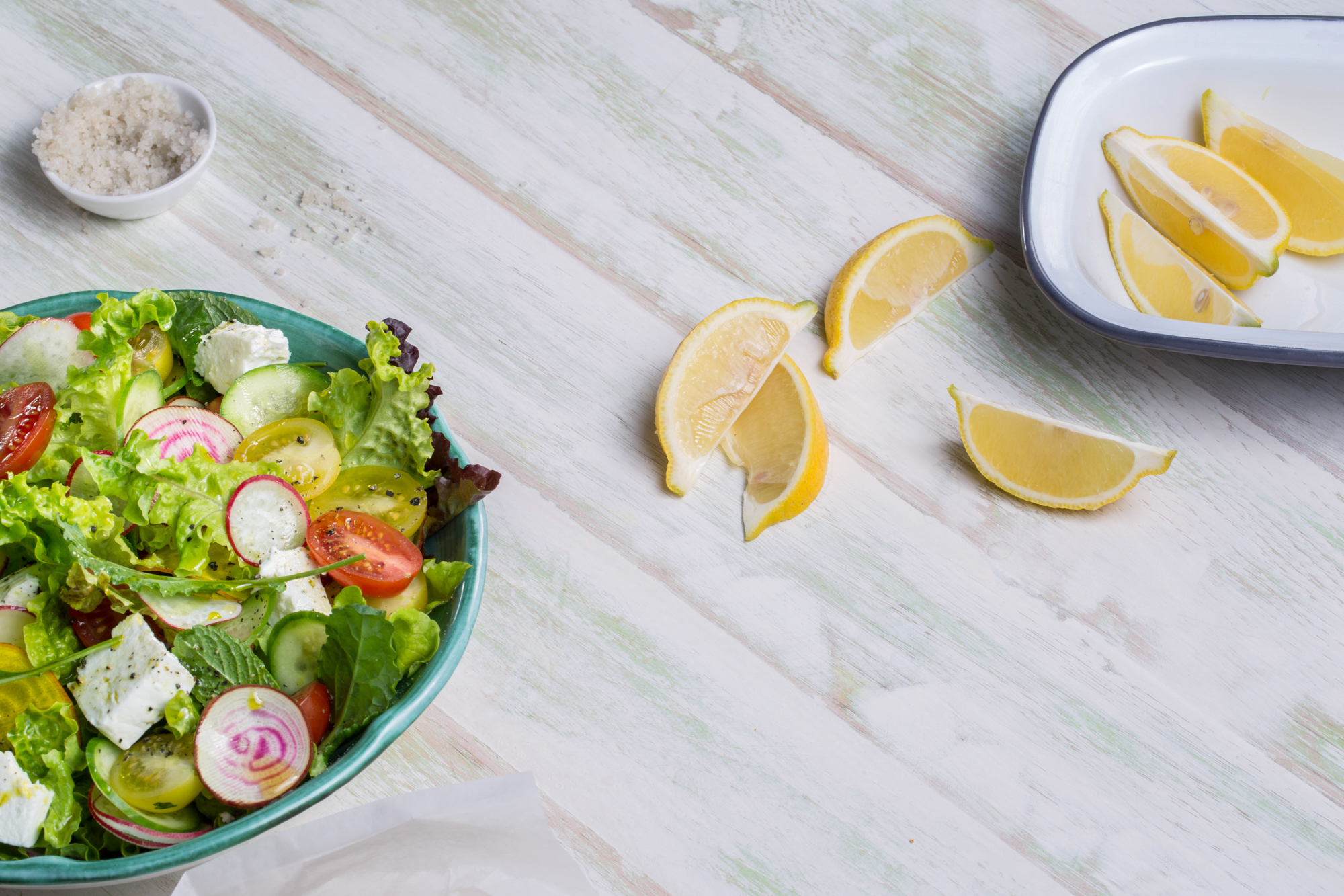 Fresh Salad with Lemon Wedges