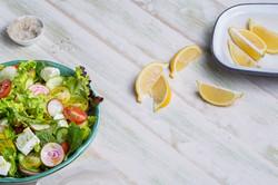 Свежий салат с лимоном