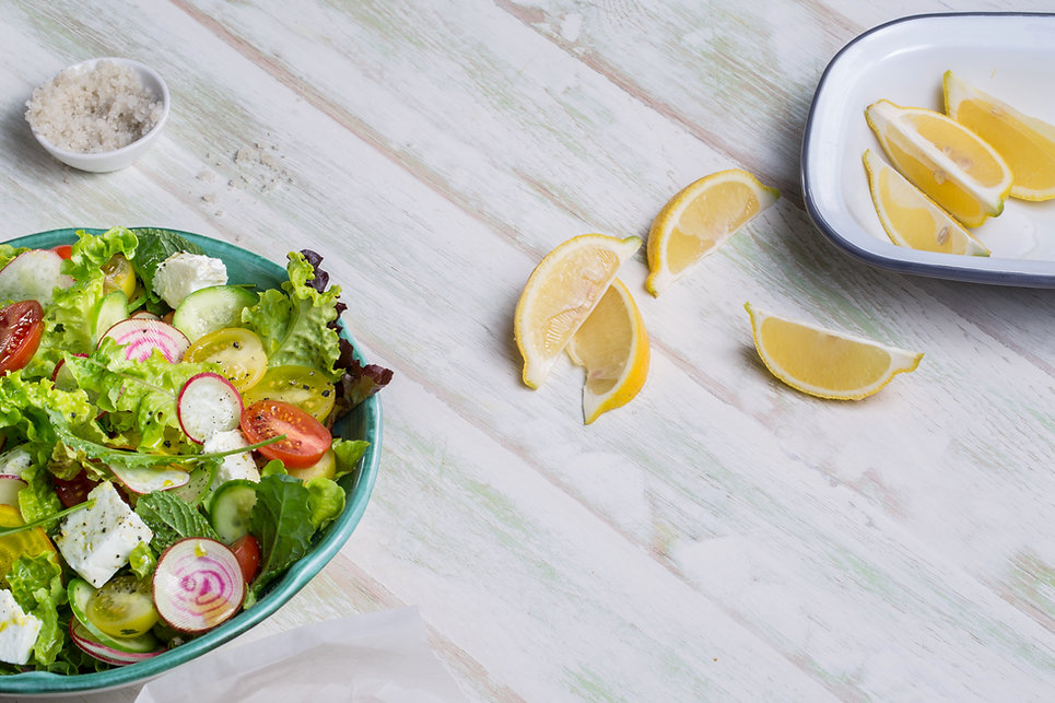 Salada fresca com Cunhas de limão