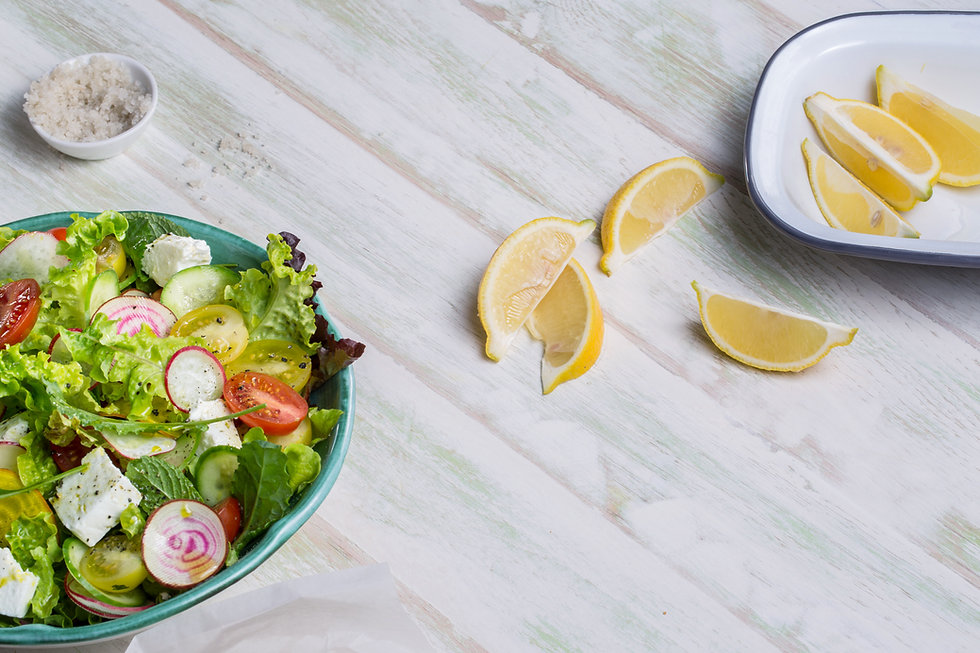 Fresh Salad with Lemon Wedges