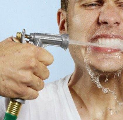 профессиональная чистка зубов, удаление зубного камня и налёта - Клиника Доктора Ладес