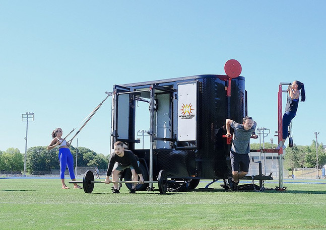 outdoor-mobile-gym-equipment-group-fitne