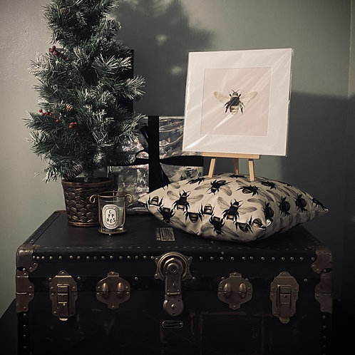 CHRISTMAS GIFT SET - BUMBLE BEE CUSHION COVER + PRINT
