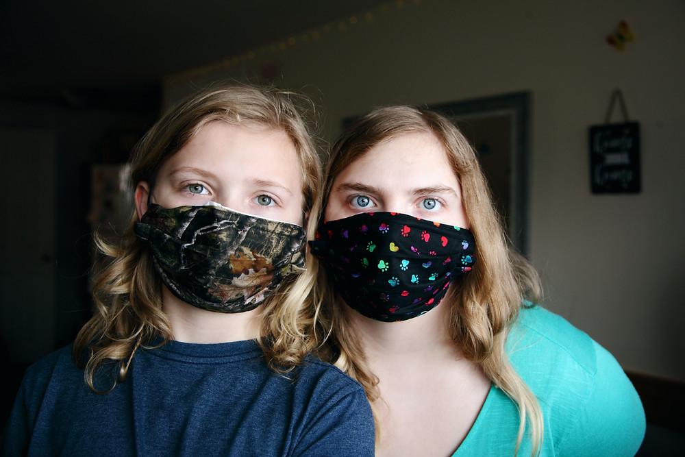 2 girls wearing face homemade masks