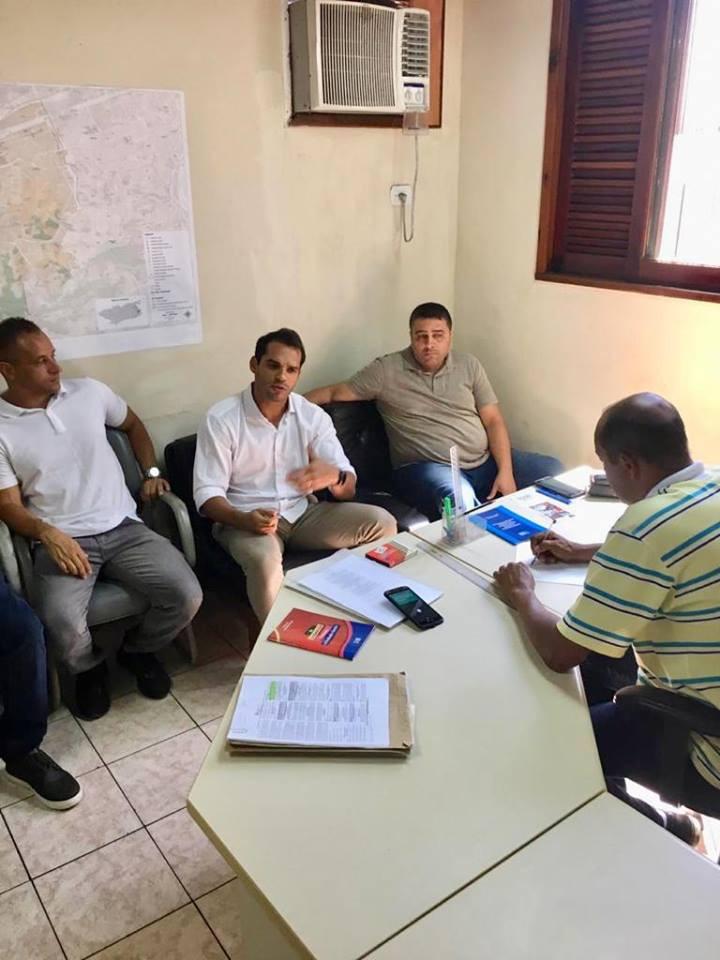 Junto a equipe da administração regional e alguns moradores