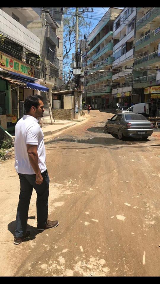 Vereador Thiago K. Ribeiro vai na Muzema para fiscalizar a obra de Saneamento Básico do Bairro Maravilha