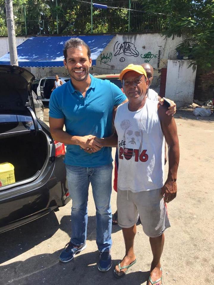 Vereador Thiago K. Ribeiro com os moradores do Arará