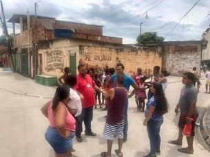 Vereador conversa com moradores na comunidade Furquim Mendes