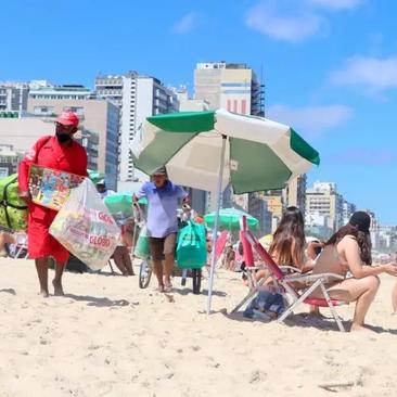 Após reunião com vereadores, Pedro Paulo vai estender auxílio a comerciantes da praia
