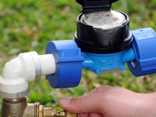 Dá a todo cidadão carioca o direito de instalar um equipamento que retira o ar da tubulação de água