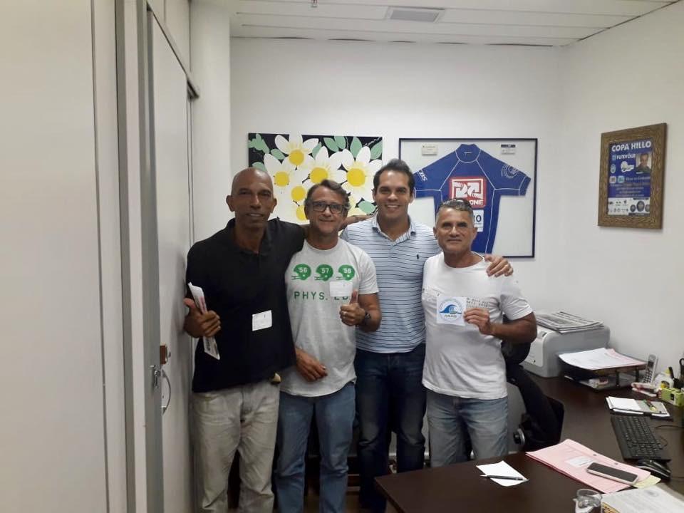 Marcelino e Jorginho, da Associação de Surfistas Amigos de Grumary (ASAG)