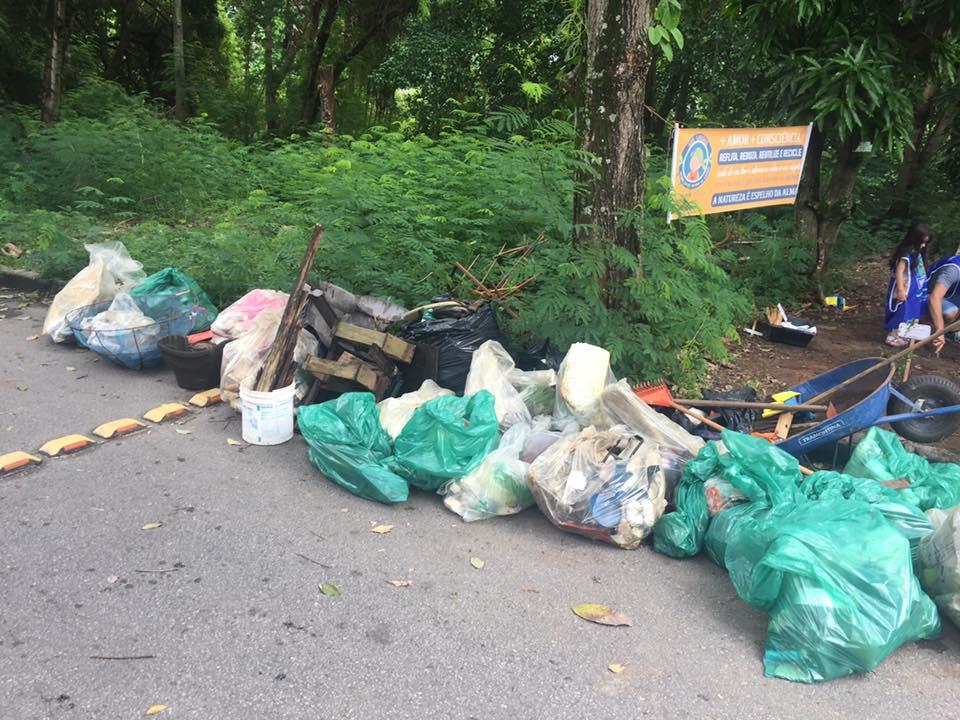 Lixo retirado das lagoas