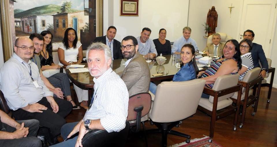Thiago K. Ribeiro e corpo executivo da Cadeg